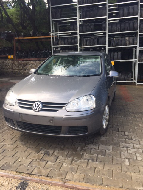 Vw Golf 5 an 2006 motor 1.6fsi cutie manuala 6 trepte, hatchback