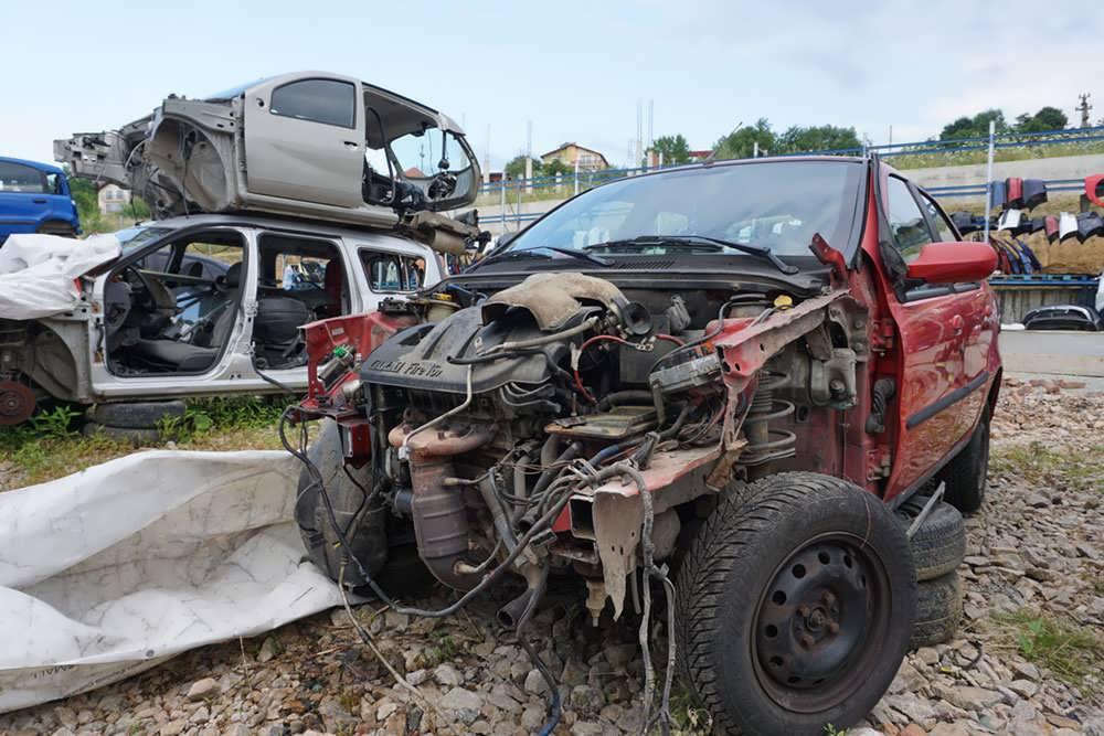 dezmembrez-fiat-albea-2004-1.2-benzina-manuala-1