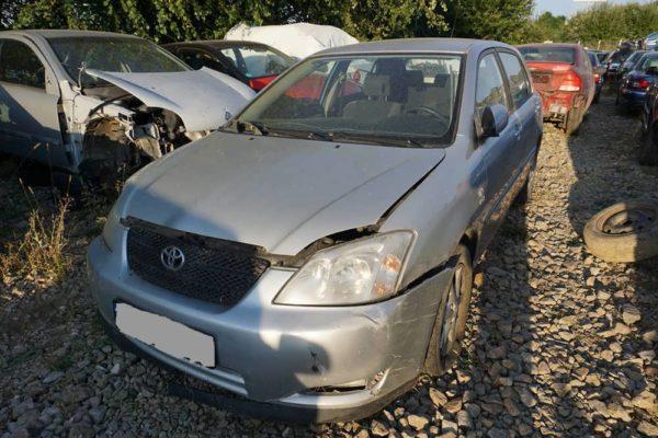 Dezmembrez Toyata Corolla, an 2004, 1.6 benzina, manuala